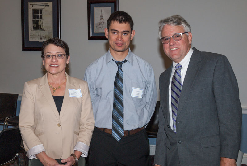 Dr. Abecasis (center) with Elaine Richman, Ph.D., left (Richman Associates) and Michael Duenas, O.D., right (American Optometric Association)